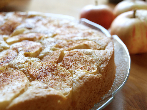 Ricetta Crostata Kenwood Chef.Videoricette Kenwood Cooking Chef Torta Soffice Alle Mele Con Crema Pasticcera Cs Careservice